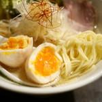 さとう 桜新町店 - 味玉・中細ストレート麺