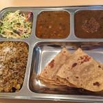 カフェと印度家庭料理 レカ - ラージセット800円、収穫祭だったので、ライスがプラオにサービスされてました。