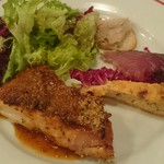 61247874 - 本日のメイン、若鶏の香草パン粉焼き粒マスタードソース