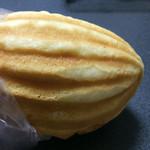 カスカード 阪急三番街店 - 白あん入りメロンパン