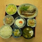 家族厨房 ひっきり - この品数で650円(ランチタイム)+お変わり50円=700円は納得のお値段です。