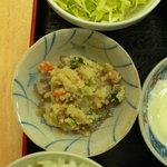 家族厨房 ひっきり - 小鉢2種はひっきりの伝統です。