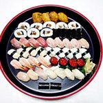 割烹旅館 丸新 - お寿司盛り合わせ