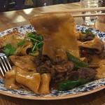 61252873 - 手打ちベルト麺の特製辛口チャーメン(羊肉辣炒皮帯面)