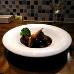 pas à pas... - 牛ほほ肉の赤ワイン煮込み(ハーフ、1100円)。お一人様メニューの1品で、お味も、量的にも食べやすい。(^^♪