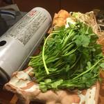 旬 - セリ鍋。根っこもおいしい。