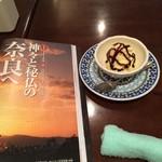 カフェ コトン - アイスとサライ。