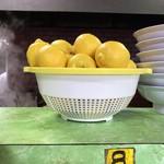 ラーメン太郎 - カウンターにレモン