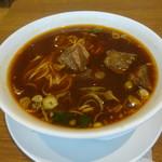 鼎泰豊 - 牛肉麺、大きな牛肉の固まりが入っています