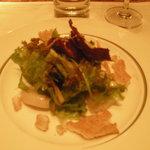 帆立貝のコンフィ 小松菜、独活、ひじきのサラダ仕立て