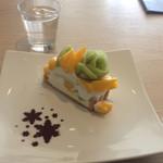 カフェ コム サ - 料理写真:キウイとマンゴーのタルト