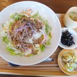 すずめ食堂&バル - 料理写真:ピリ辛まぜまぜごはん定食