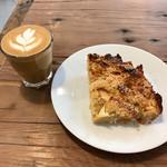 モーニング グラス コーヒー プラスカフェ - CORTADO、BREAD PUDDING APPLE
