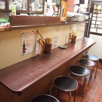 焼肉・ホルモン料理 とらじ亭 - 1階カウンター5席