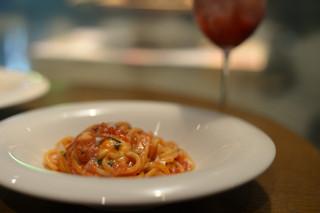 パスタンティーコ - バジルとフレッシュモッツァレラのトマトソース