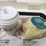 61264930 - ソーセージマフィン(100円)とホットコーヒー(100円)