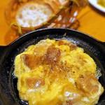 南部鉄酒場 豚バルBYO - 豚の角煮とフワフワ玉子のアヒージョ¥580