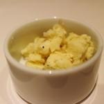 リストランテ ドゥエ フィオーリ - 炙った下仁田葱を混ぜ込んだバター