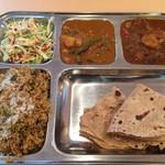 カフェと印度家庭料理 レカ - ラージセット800円この日はライスがプラオに。サブジは野菜カレーとチキンカレー。