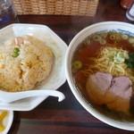 さいか - 料理写真:醤油ラーメンとチャーハンたっぷりセット(税込850円)