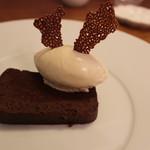 61274733 - チョコレートのテリーヌ メープルシロップのジェラート
