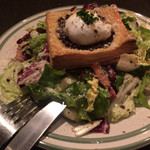 アロッサ - オーストラリア産豚バラベーコン&ポーチドエッグのサラダ トリュフのベネグレット