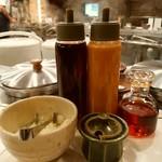 しゃぶせん - ポン酢、胡麻ダレ、自家製辣油、薬味