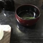石ばし - 袴に松葉