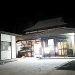月の蕎麦 - 店舗外観(雪の中)