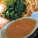 横浜家系ラーメン 門真商店 - 醤油ラーメン(680円)スープ