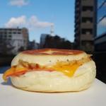 コトリパン - ハムチーズと鶏のパニーニ