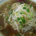 ラーメン藤 - ラーメン700円(税込)ミニ焼き飯とセットで950円(税込)