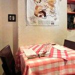 ブラッスリー・グー - 店内のテーブル席の風景です