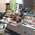 神戸にしむら珈琲店 - 店外、お持ち帰りのショウケースです、こちらも撮影、食べログ掲載は了解いただきました(2017.1.15)