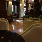 神戸にしむら珈琲店 - 禁煙席に案内されます、座った席から撮った入り口の風景です(2017.1.15)