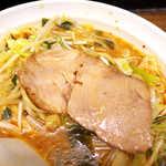 山手ラーメン - チャーシューは大判で食べ応えあり。赤身肉の味わいが個人的に好み