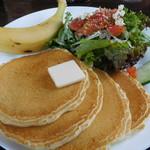 カフェ マチルダ - サーモン&クリームチーズサラダパンケーキ