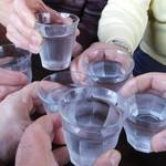 カフェ マチルダ - 6人そろって水で乾杯♪