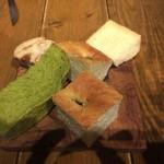 61311117 - 食べ放題のパン