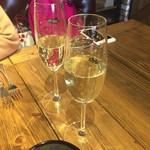 61311119 - 乾杯のスパークリングワイン