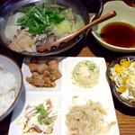 串イッカ - 「酉(とり)鍋ランチ」(800円)。昆布だしを選択。