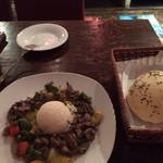 TRUVA - Dコース(週替わりメニュー)のラム肉シチューとパン。