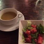 TRUVA - ランチのスープとサラダ。