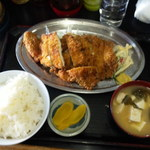キッチンあべ - とりかつ(ライス,みそ汁,お新香)