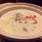 61322571 - 豆乳鍋   具沢山ですが、美味なるポタージュです。