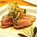 竹蔵 - レアに仕上げ特製煮汁に漬け込んだ鴨肉のロース煮