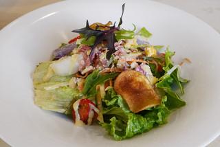 サント ウベルトゥス - 季節の有機野菜盛り沢山のシーザーサラダ