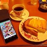 泉のテラス - ホットコーヒー、トースト