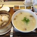 香港スイーツ ZEN 采蝶軒 - 香港粥セット:香菇鶏肉粥(鶏肉粥)、点心(海老餃子)、甜品(超濃厚杏仁豆腐)