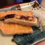 61340261 - 【2017年01月】焼魚定食(鮭ハラス)のアップ、大根おろしも「鬼おろし」になってて食感と味わいが楽しめました。